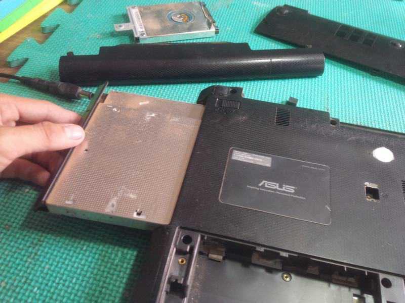 Tháo máy laptop Asus