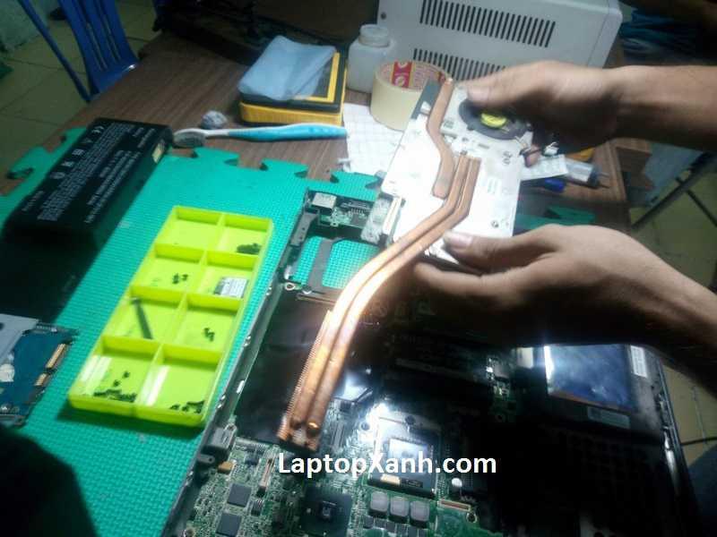 Cận cảnh qui trình tháo máy dell precision