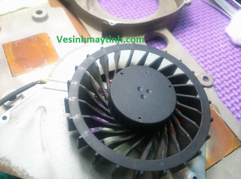 Vệ sinh quạt tản nhiệt laptop Qosmio