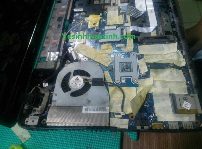 Hình ảnh bên trong laptop Toshiba Qosmio